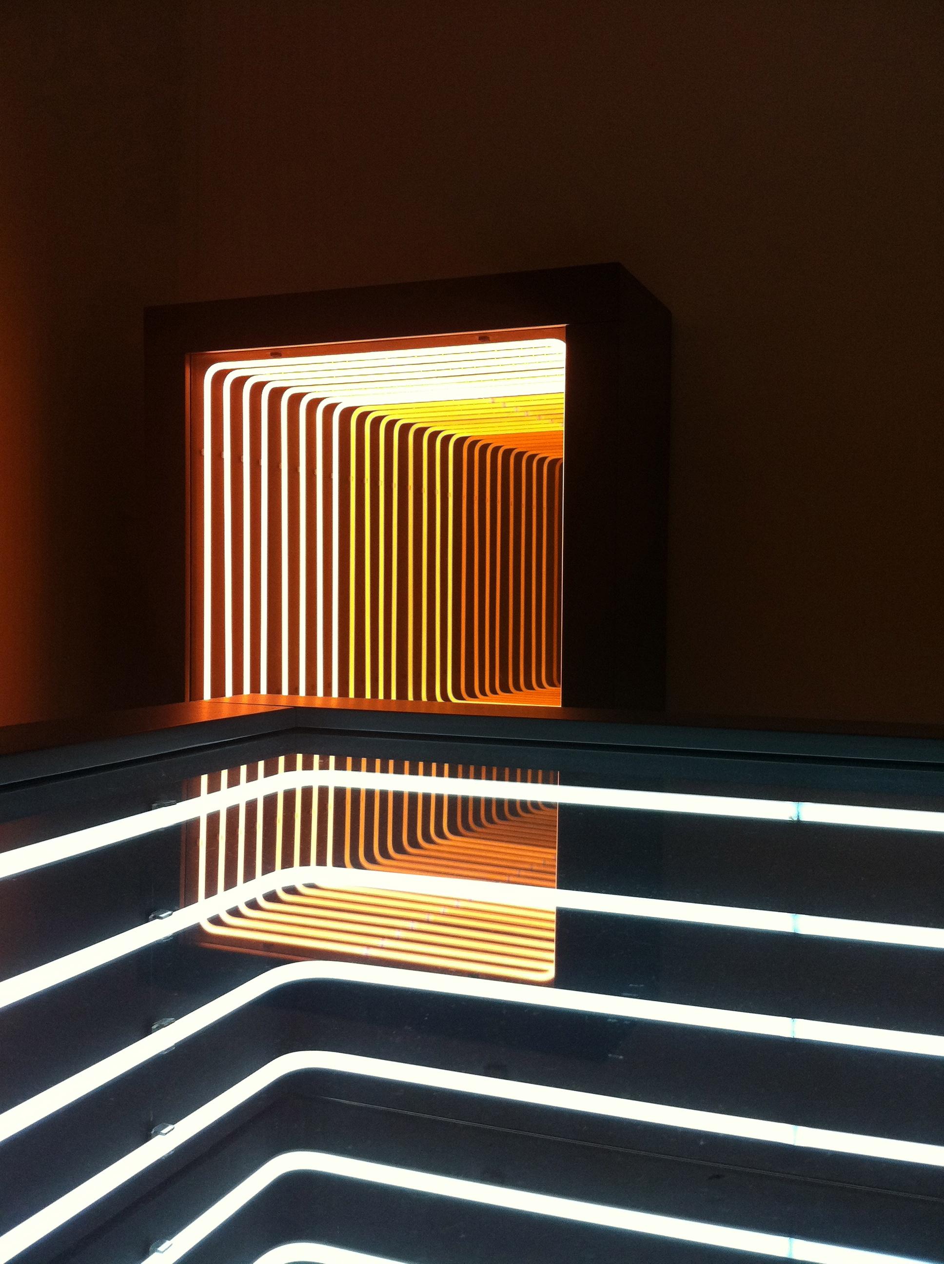 Pioneering Light Artist Paolo Scirpa's Infinite Neon Loops ...